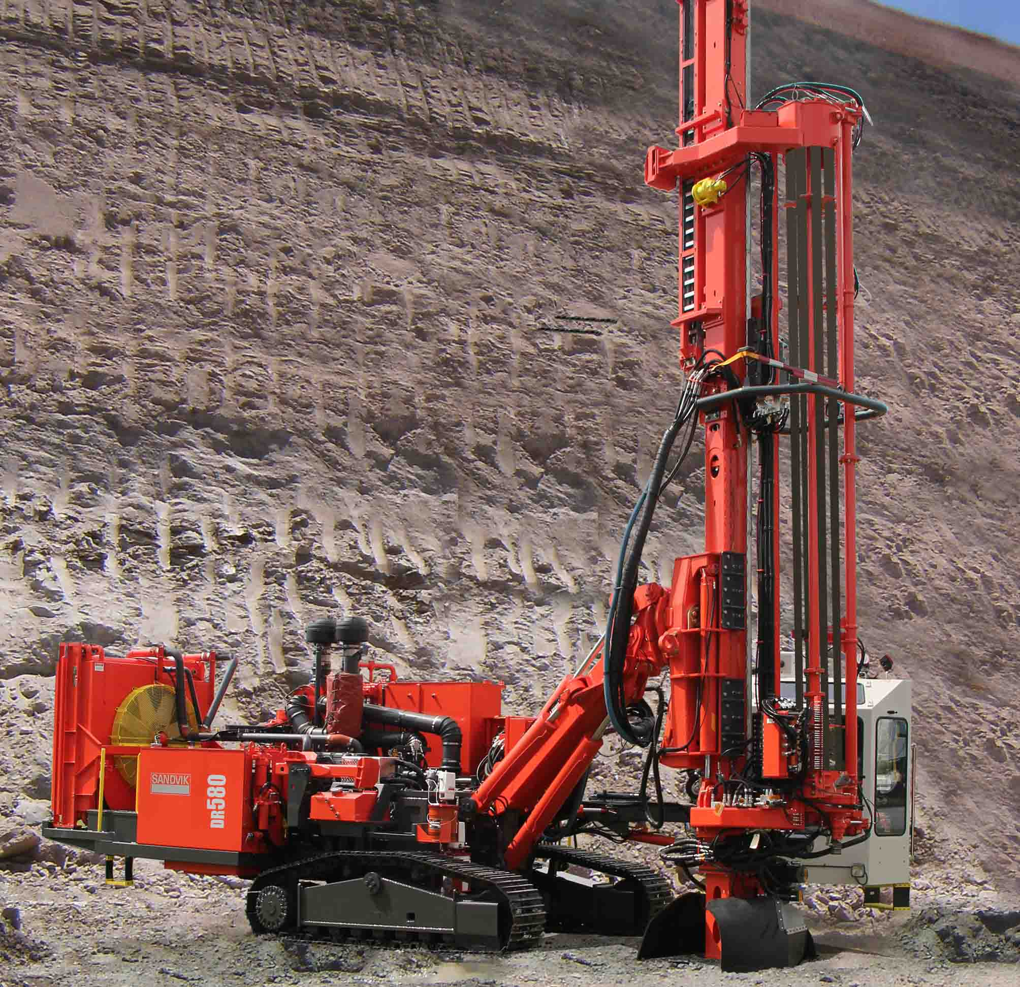 DR580 Surface DTH drill rig SANDVIK MINING [Ground Construction ...